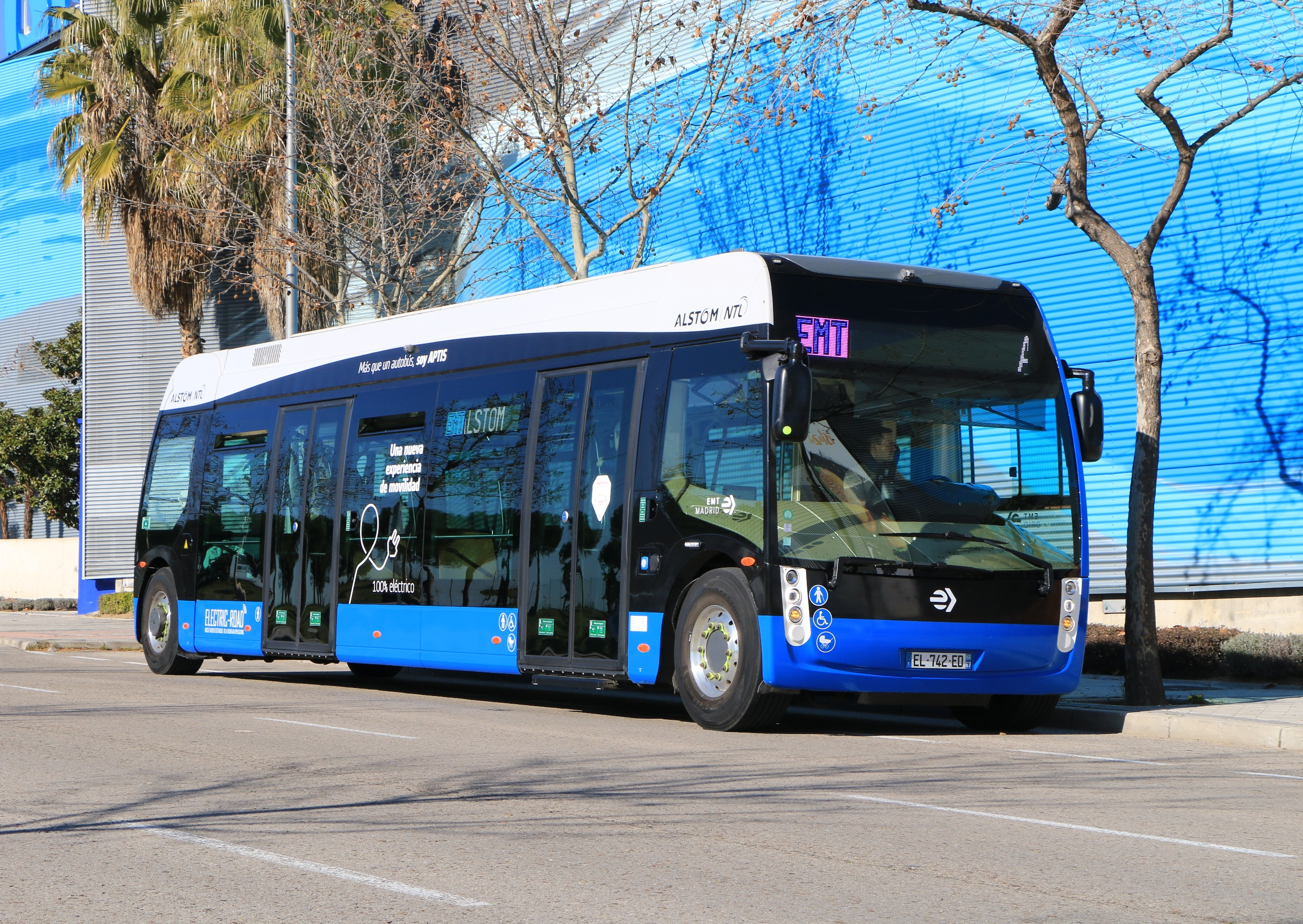 APTIS - the first real low-floor bus - Urban Transport Magazine
