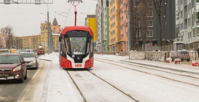 Nízkopodlažní tramvaj společnosti PK Transport Systems Lionet na nové trati v Ulitsa Revolyutsii I, která se otevírá 16. ledna 2021 © 59.ru